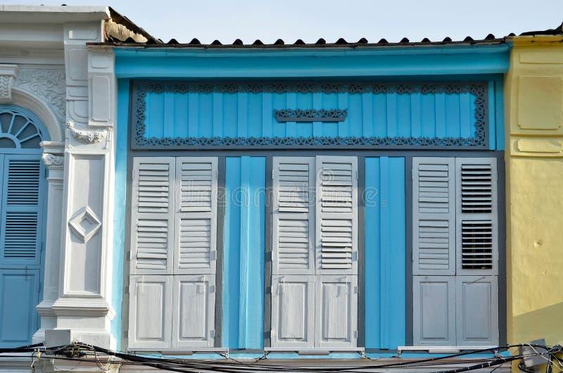 fachadas Chino-portuguesas en la ciudad de Phuket fotos de archivo
