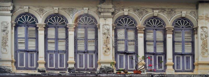 fachadas Chino-portuguesas en la ciudad de Phuket fotografía de archivo