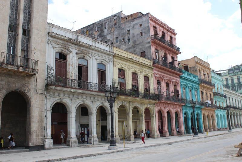 Fachadas coloridas das casas no centro histórico de Havana, Cuba imagens de stock royalty free