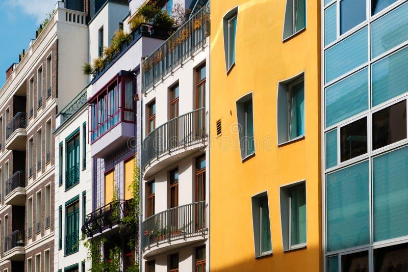 Fachadas de construção coloridas - conceito dos bens imobiliários imagem de stock