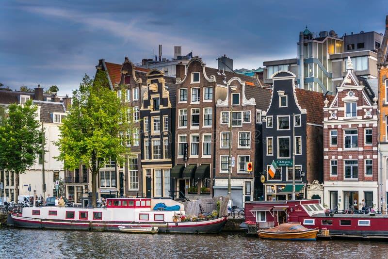Fachadas de las casas de baile en Amsterdam fotografía de archivo
