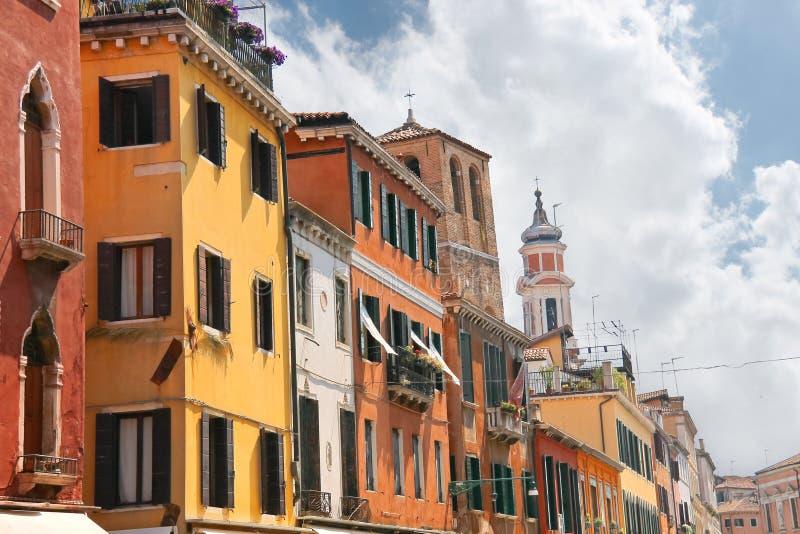 Download Fachadas De Las Casas En La Calle En Venecia Foto de archivo - Imagen de europeo, magnífico: 42433406