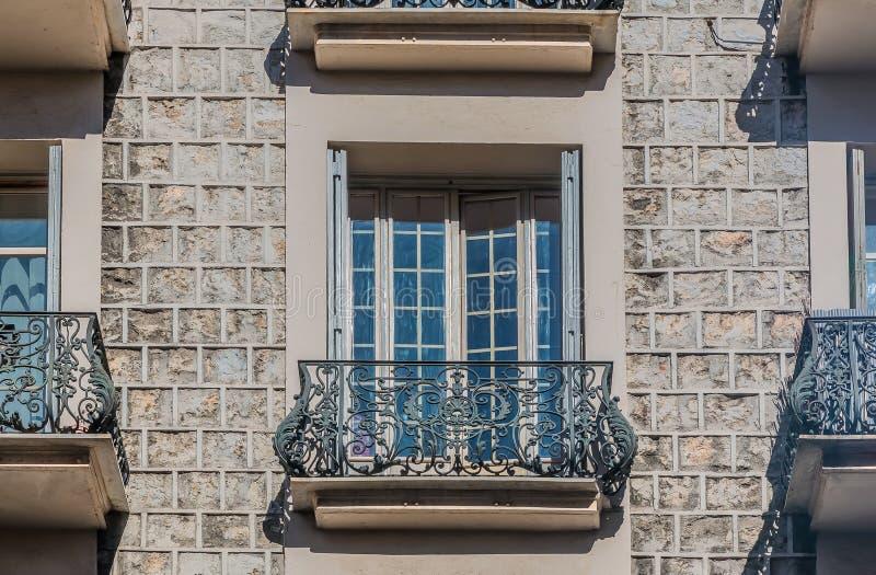 Fachadas Mediterráneas De La Casa En Niza Imagen de archivo