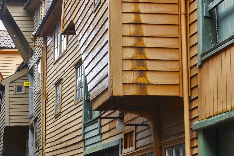 Fachadas noruegas históricas tradicionales de los edificios en Bergen Norw imágenes de archivo libres de regalías