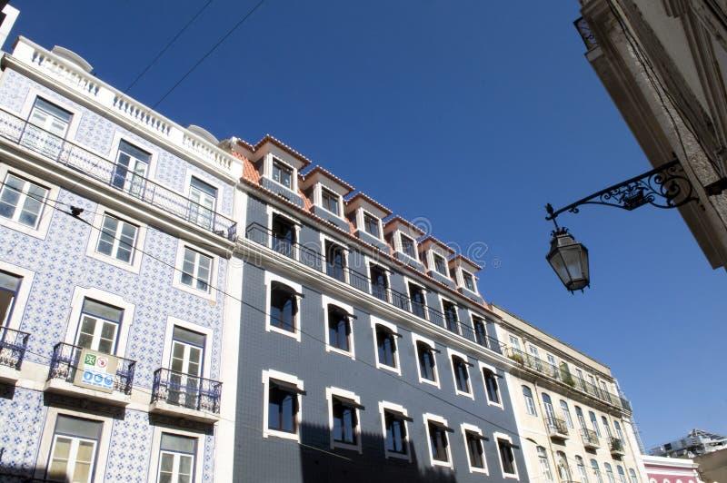 Fachadas velhas restauradas das construções, Lisboa foto de stock royalty free