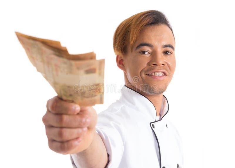 Fachmann zeigt Geldbanknoten Junger schwarzer Mann ist im Weiß lizenzfreies stockbild
