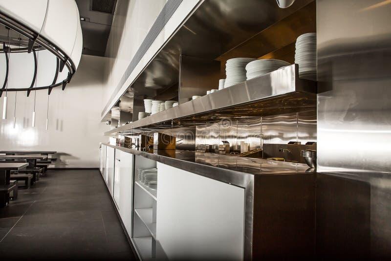 Fachowa kuchnia, widok odpierający w stali obraz royalty free