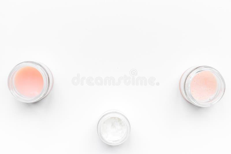 Fachowi kosmetyki dla cosmetologist na białym tło odgórnego widoku copyspace obrazy royalty free