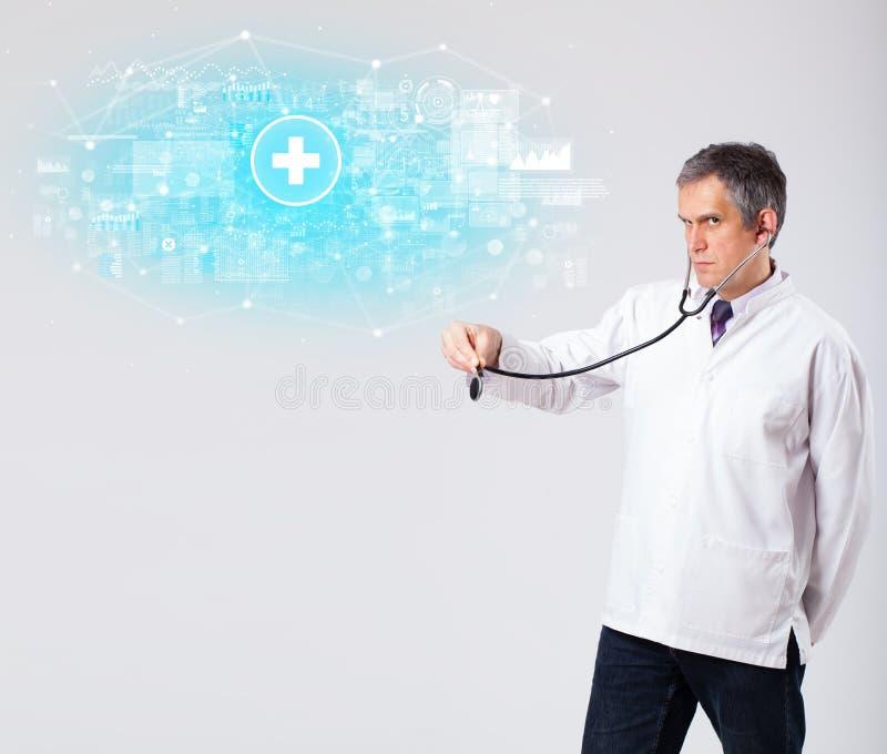 Fachowy badacz z stetoskopem fotografia stock