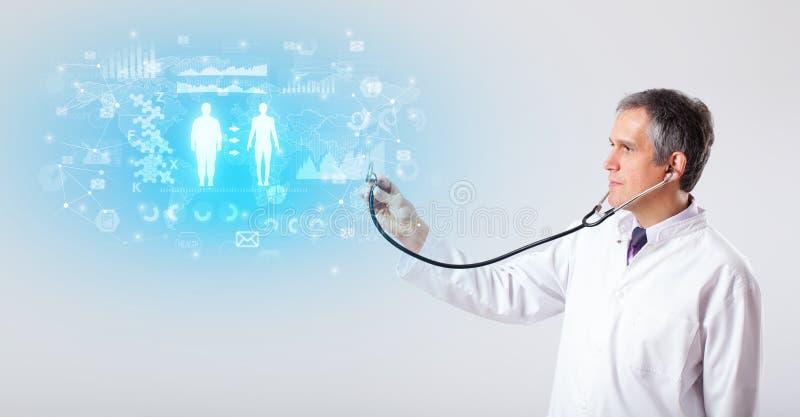 Fachowy badacz z stetoskopem zdjęcia royalty free