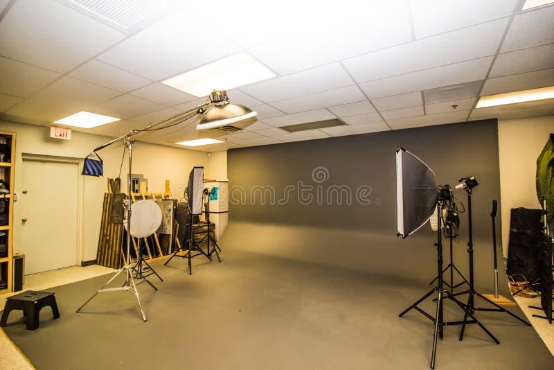 Fachowy fotografii studio Z oświetleniem obraz royalty free