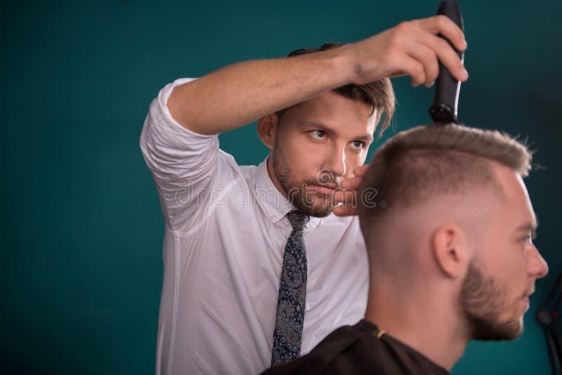 Fachowy fryzjerstwo salon fotografia royalty free