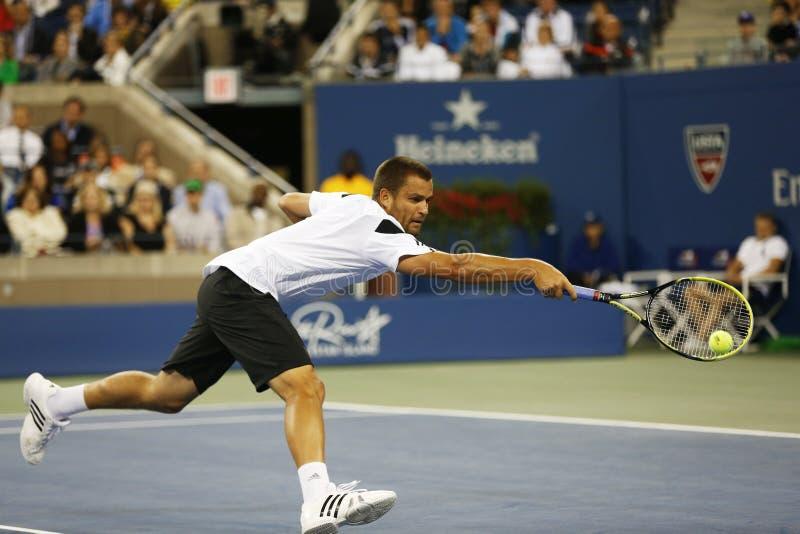 Fachowy gracz w tenisa Mikhail Youzhny podczas ćwierćfinału dopasowania przy us open 2013 przeciw Novak Djokovic obraz royalty free