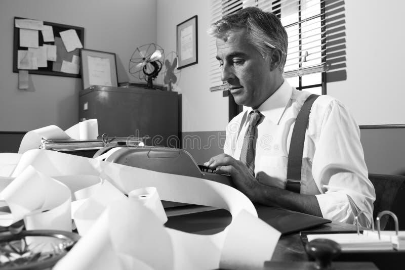 Fachowy księgowy przy pracą w rocznika biurze obraz stock