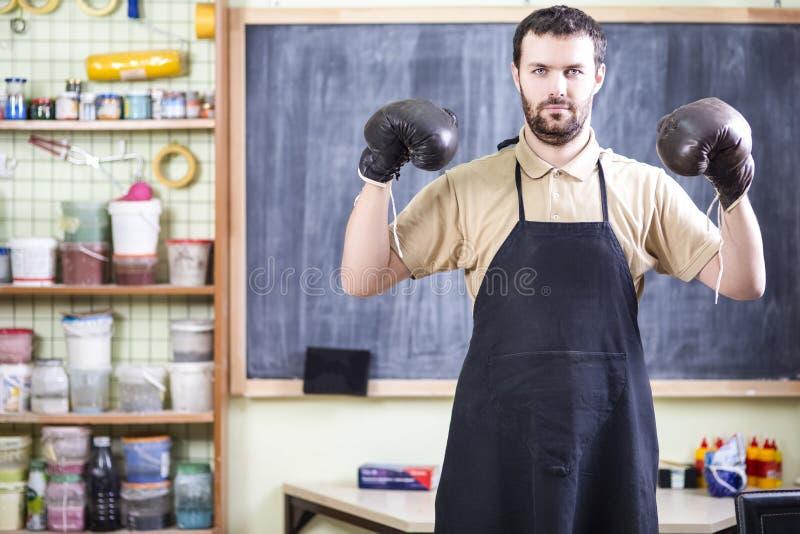 Fachowy Męski Ceramist W bokser rękawiczkach zdjęcie stock