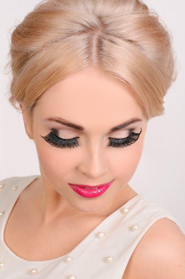 Fachowy makeup z gęstymi czarnymi rzęsami obrazy stock