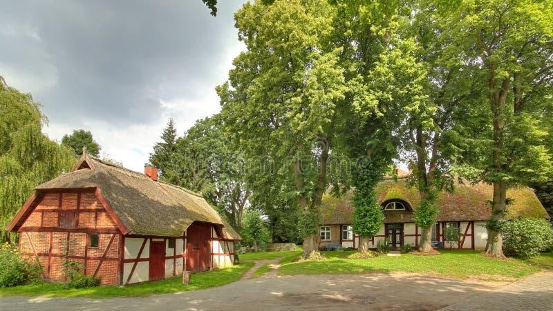 Fachwerk- Häuser, aufgeführt als Monumente, in Gristow, Mecklenburg-Vorpommern, Deutschland stockbilder