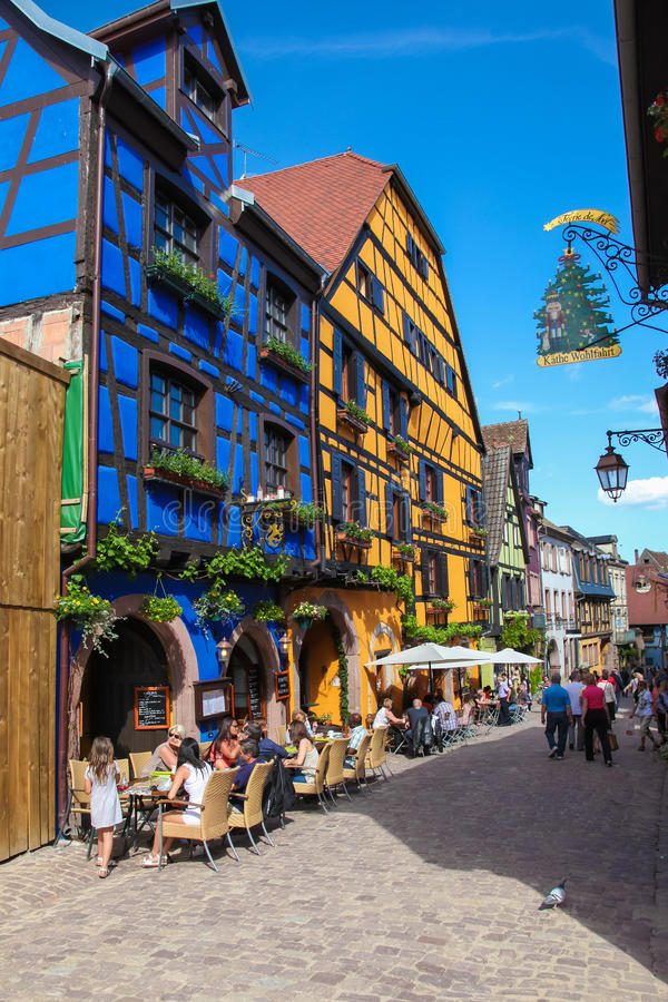 Fachwerkhäuser in Riquewihr, Elsass-Region, Frankreich stockbilder
