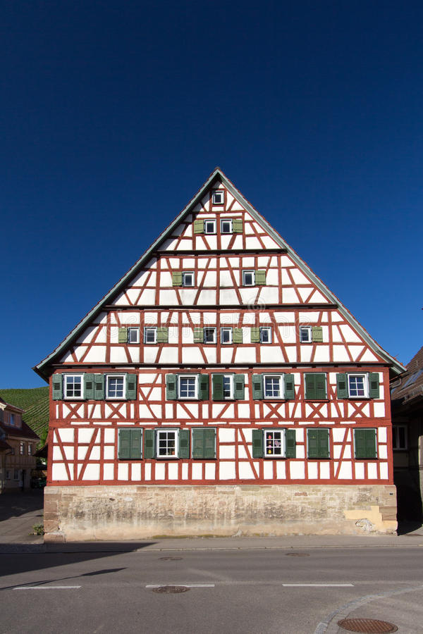 Fachwerkhaus/korsvirkes- hus royaltyfri bild