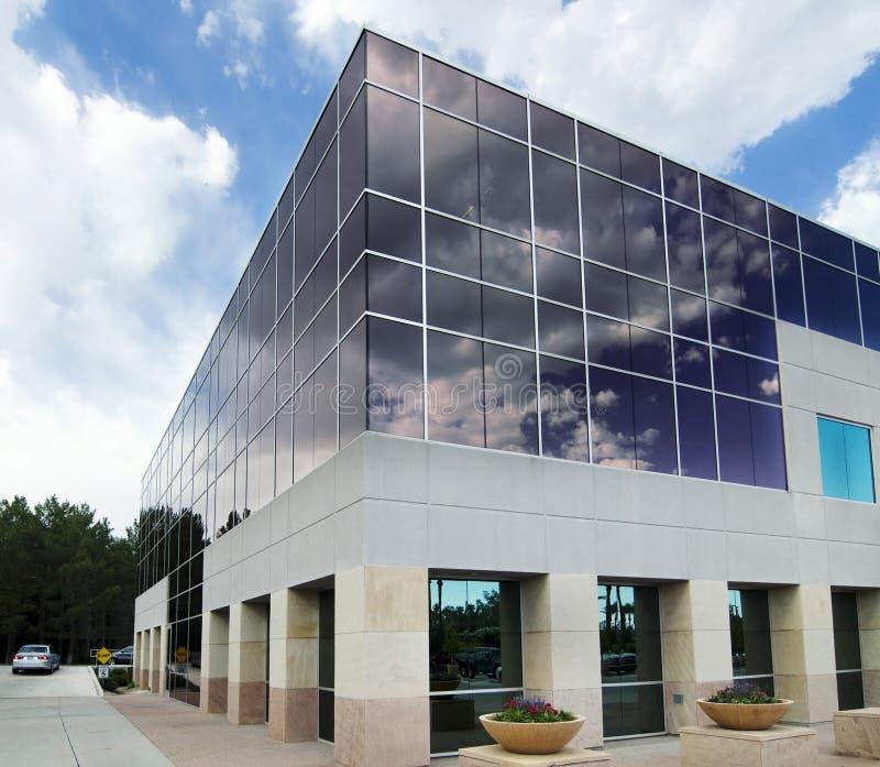 Facilidade comercial moderna do edifício fotografia de stock royalty free