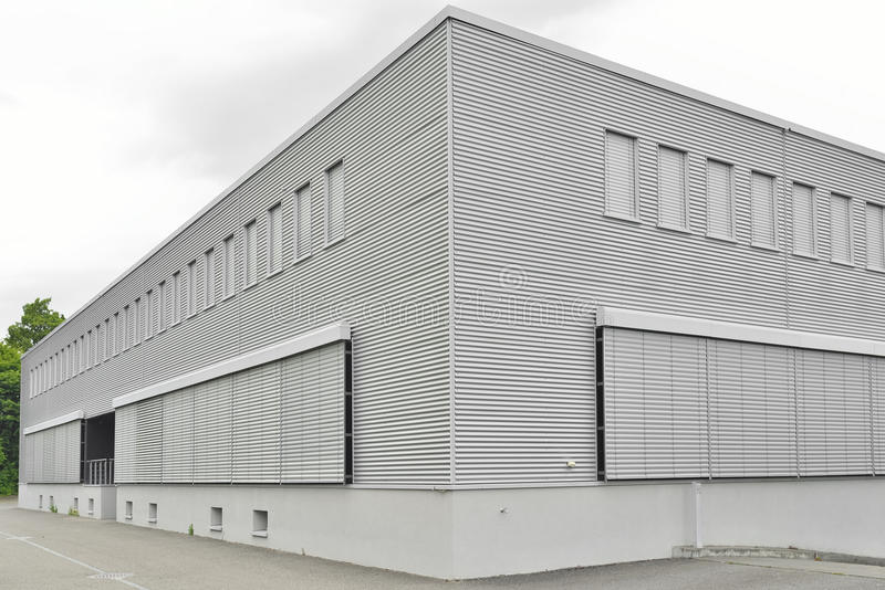 Facilidade comercial moderna fechado da construção imagem de stock