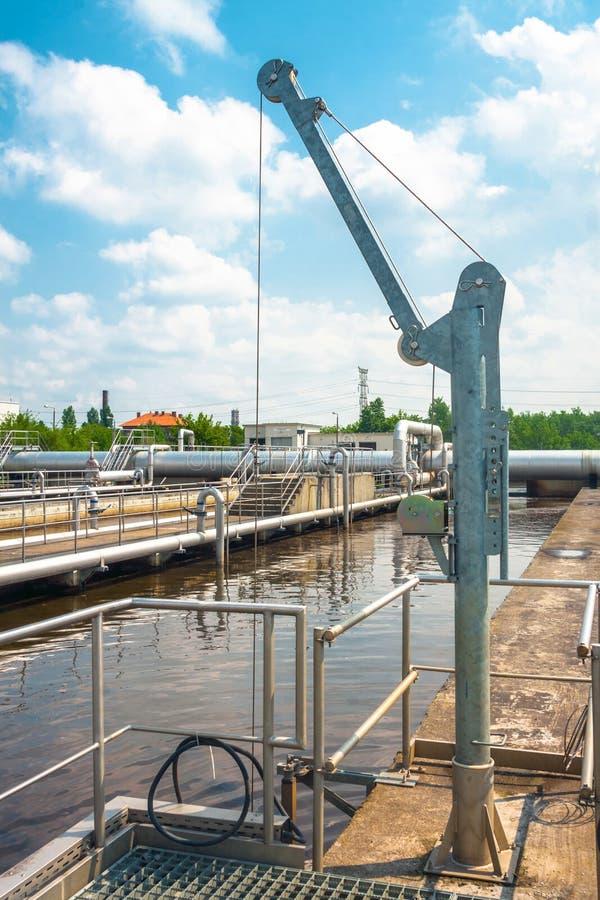 Facilidade do tratamento da água com grandes associações foto de stock
