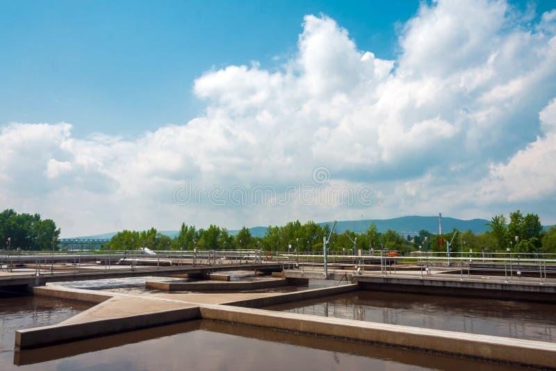 Facilidade do tratamento da água com grandes associações imagem de stock