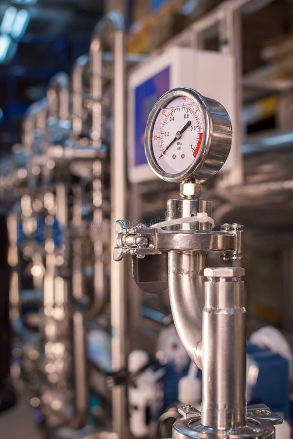 Facilidade farmacêutica do equipamento da tecnologia para a preparação, a limpeza e o tratamento da água na planta da farmácia fotografia de stock