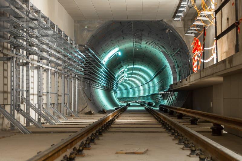 Facilidade subterrânea com um túnel grande imagem de stock