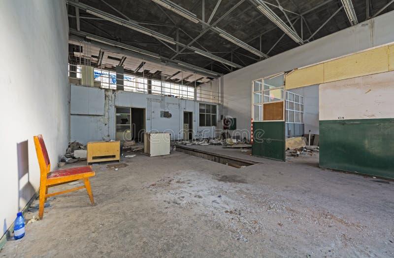 Facilidades do apoio em um aeroporto abandonado imagem de stock royalty free