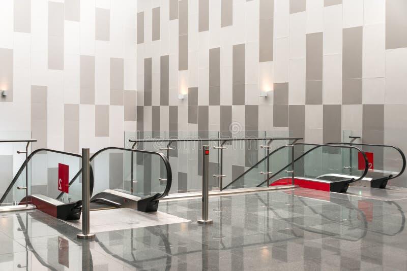 Facillities κυλιόμενων σκαλών στο σύγχρονο κτήριο για άνετο στοκ φωτογραφίες με δικαίωμα ελεύθερης χρήσης