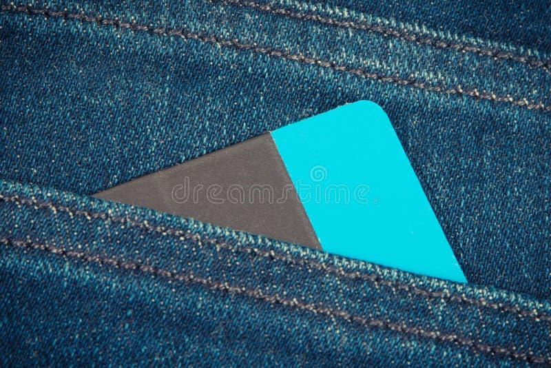 fack f?r kortkrediteringsjeans Cashless betala f?r att shoppa arkivfoton