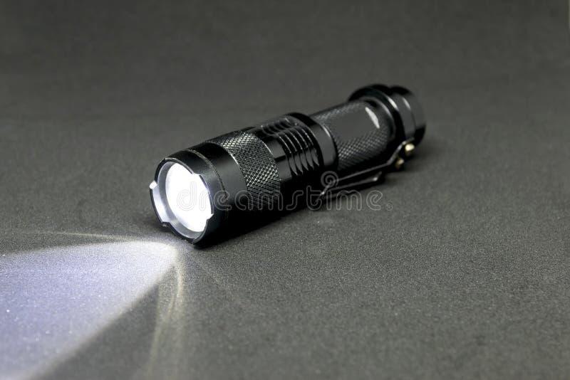 Facket LEDDE ficklampan arkivfoto