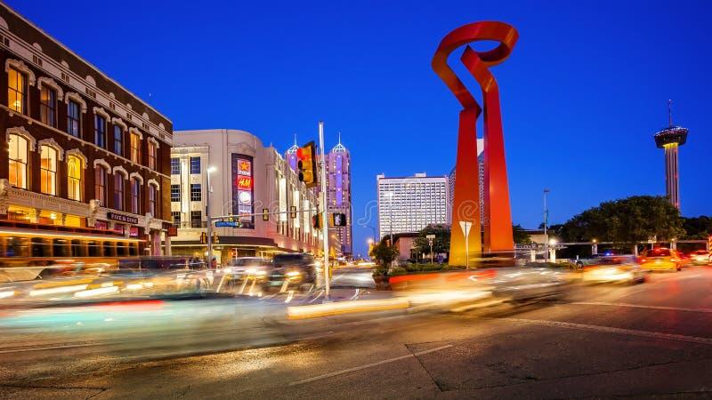 Fackla av kamratskapskulptur i i stadens centrum San Antonio, Texas arkivbilder