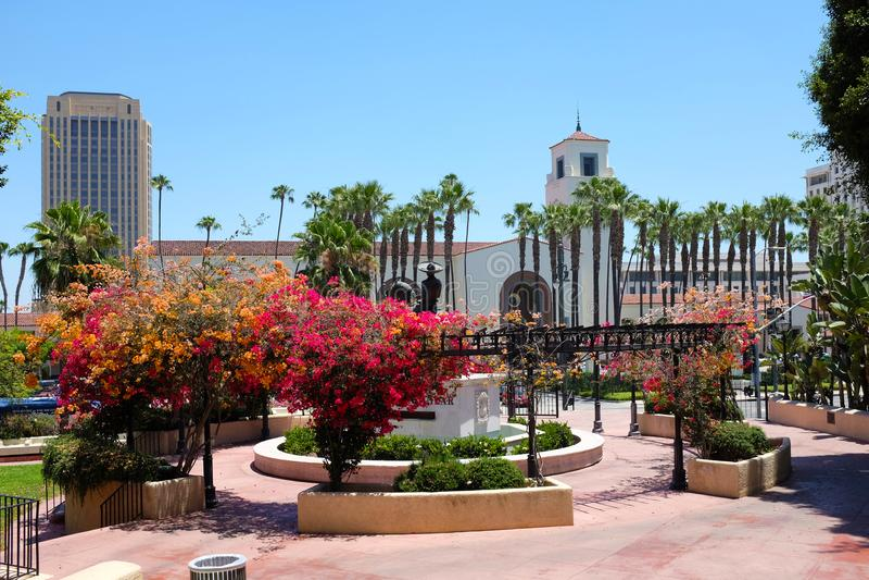 Facklig station som ses från Antonio Aguilar Statue arkivbilder