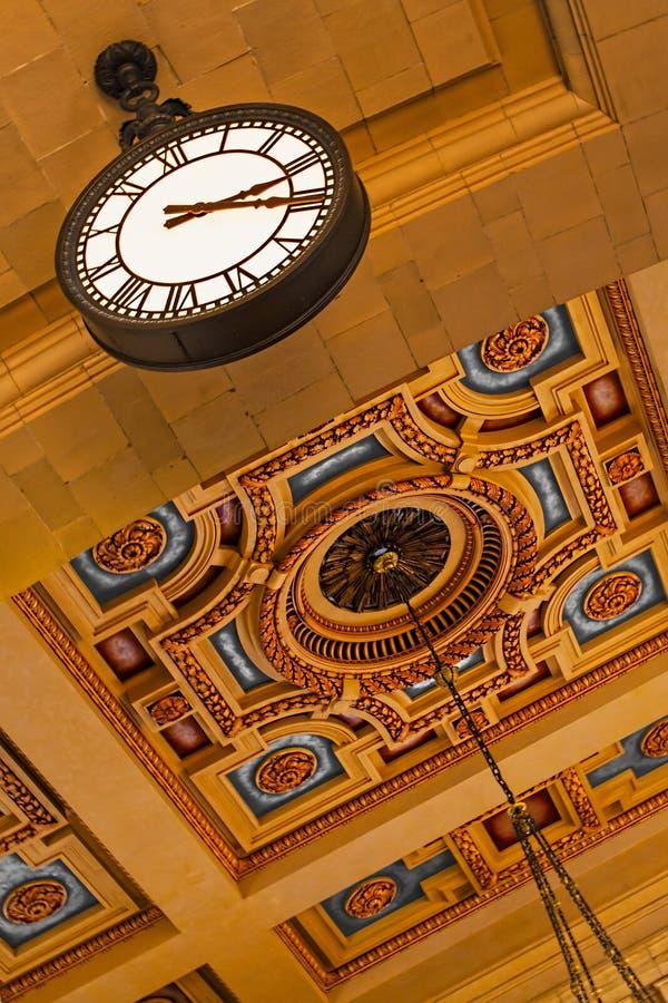 Facklig stationstusen dollar Hall Clock arkivbilder