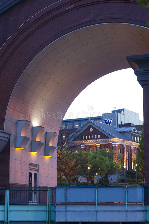 Fackligt stationsmuseumlager till och med ärke- universitet av Washington royaltyfri fotografi