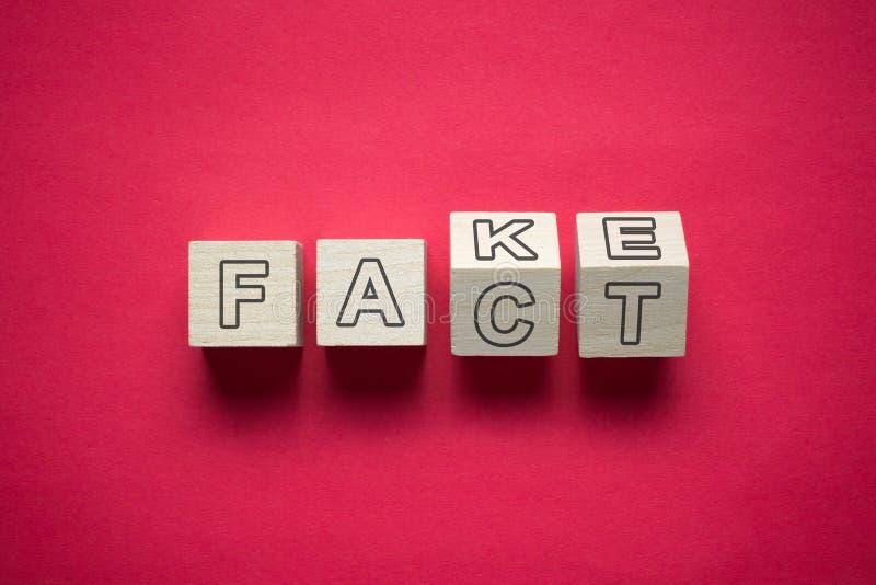 Fact i imitacji zamieszanie zdjęcia royalty free
