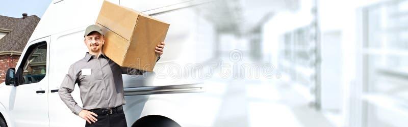 Facteur de la livraison avec une boîte images libres de droits