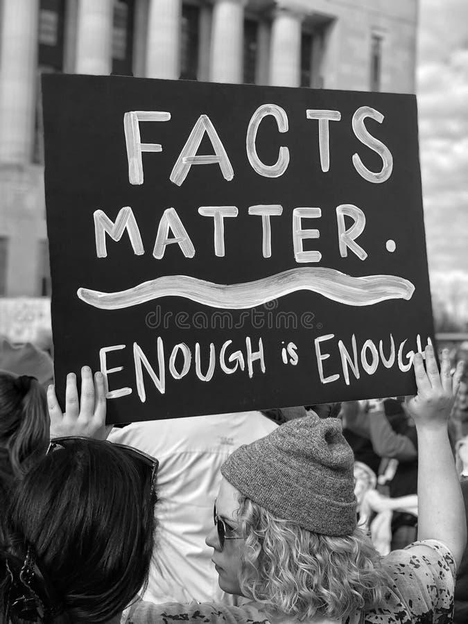 """""""Facts Matterâ€- Protestzeichen bei Nashville's Woman's im März 2018 lizenzfreie stockfotografie"""