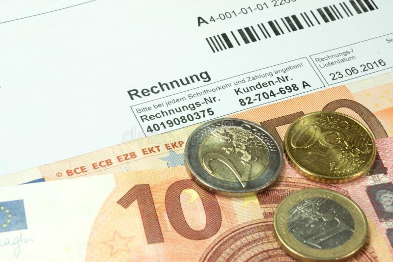 Factures d'une facture et d'euro photos libres de droits