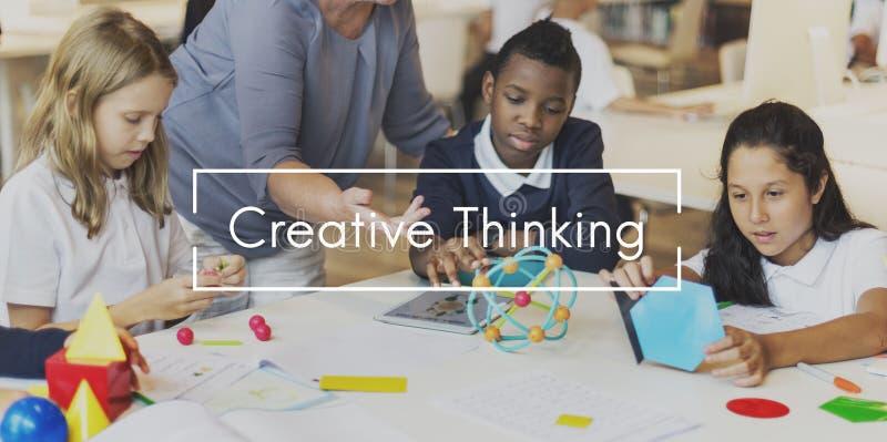 A faculdade criadora do pensamento criativo cria o conceito do processo imagem de stock royalty free