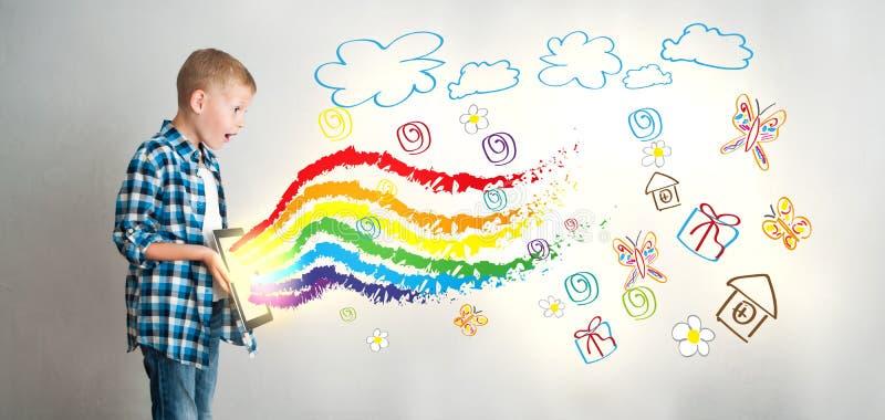 Faculdade criadora do ` s da criança com tecnologias digitais fotografia de stock royalty free