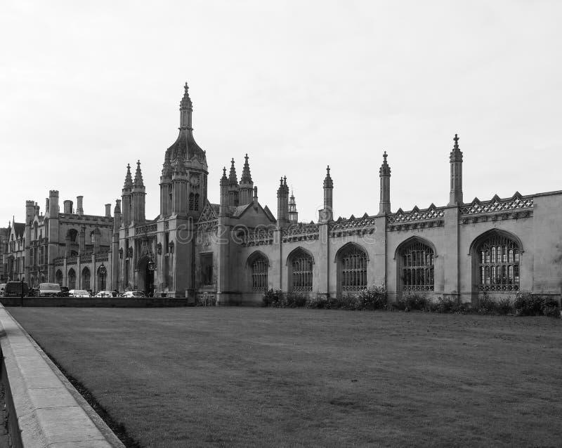 A Faculdade do rei em Cambridge em preto e branco imagens de stock