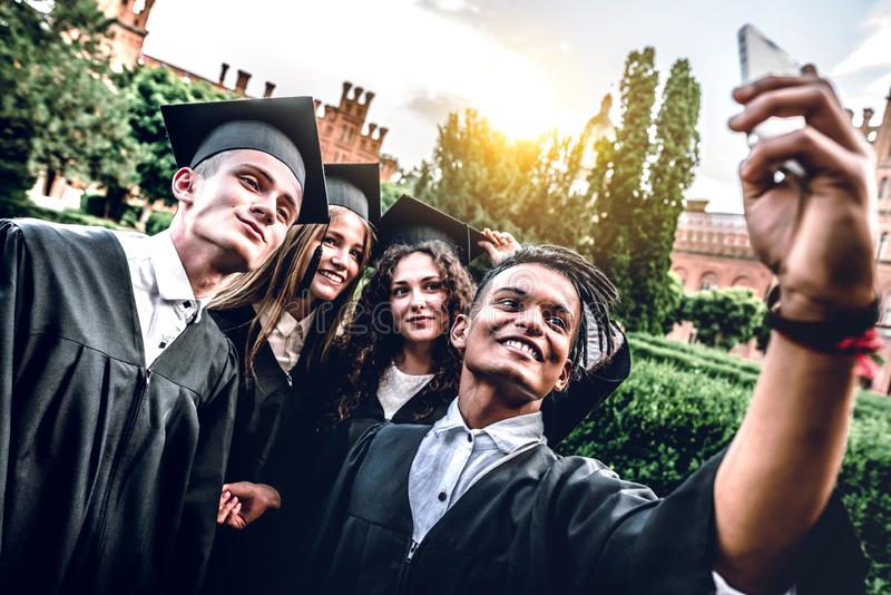 A faculdade era os melhores anos de nossas vidas! imagens de stock royalty free