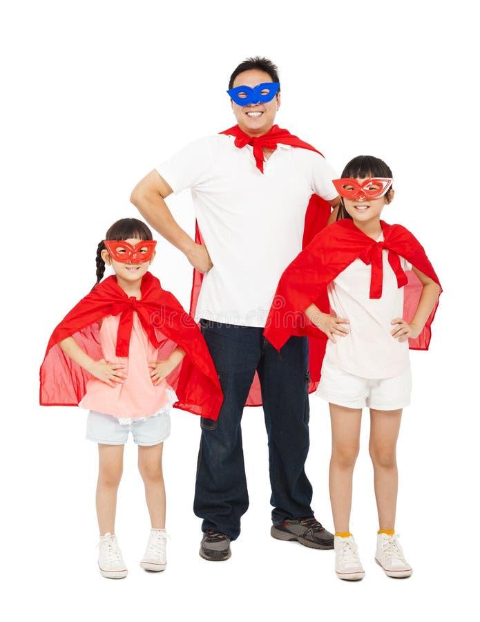 Fader och döttrar som bär superherodräkten Isolerat på vit royaltyfria bilder