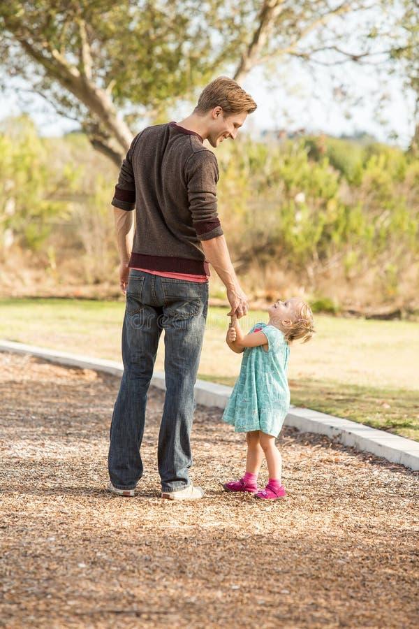 Fader och dotter arkivbild