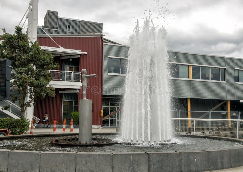 `-Fader- och son` av Louise Bourgeois, olympiska Sculptue parkerar, Seattle, Washington, Förenta staterna arkivfoto