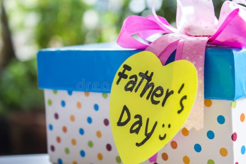 Faders gåva för dag arkivfoton