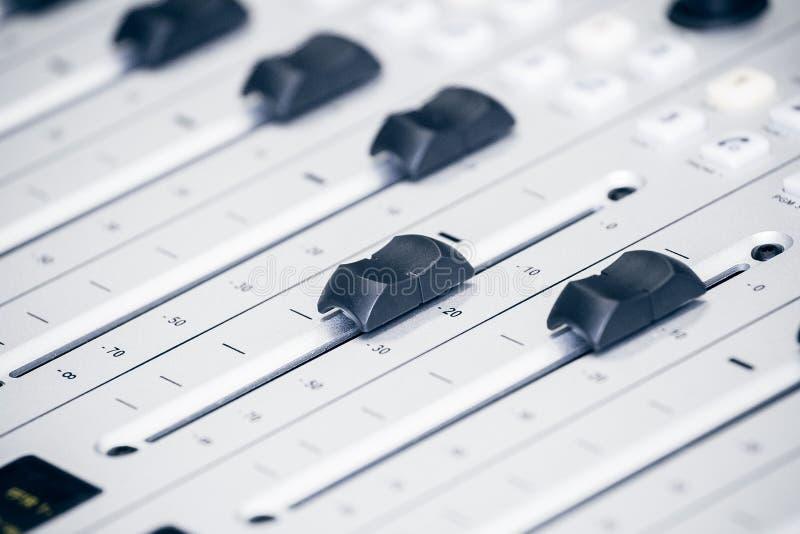 Faders no equipamento de rádio imagem de stock royalty free